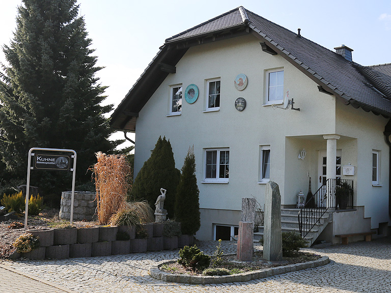 Bestattung Kuhne Ansprechpartner Kontakt Schönbach